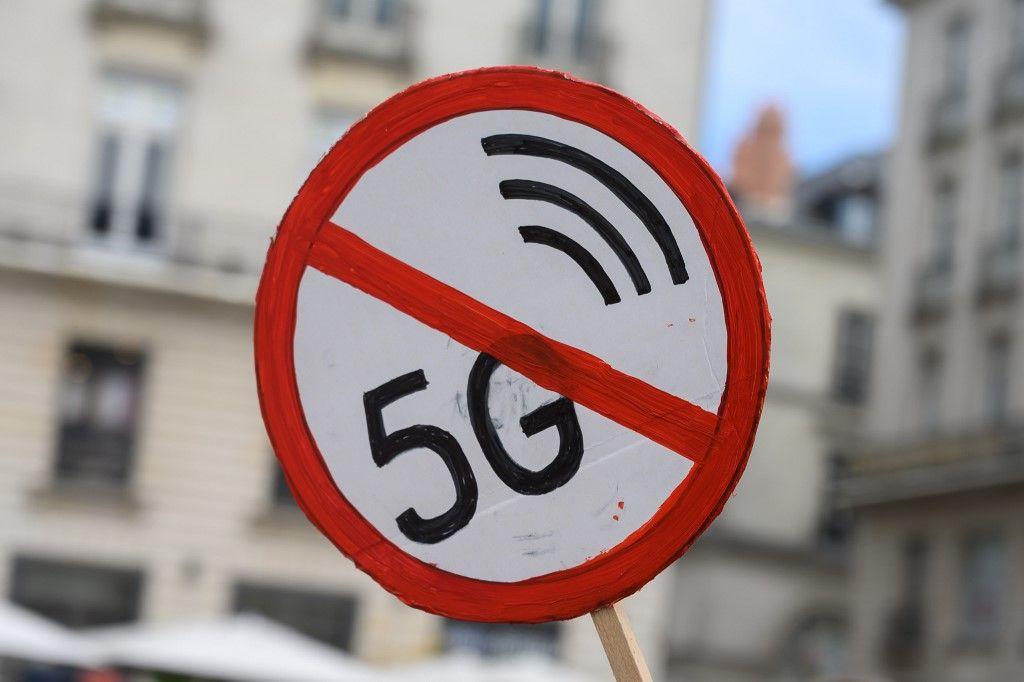 Pancarte lors d'une manifestation contre la 5G, le 26 septembre à Nantes