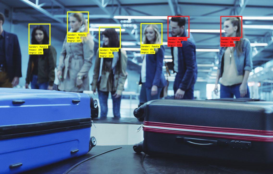Technologie de reconnaissance faciale à l'aéroport. Les conditions générales de vente des billets pourraient contenir une clause de consentement.